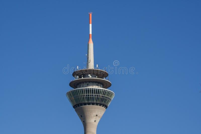 Tipicamente Dusseldorf - a torre da tevê imagem de stock