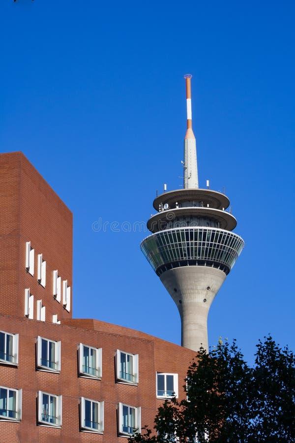 Tipicamente Dusseldorf - a torre da tevê fotos de stock royalty free