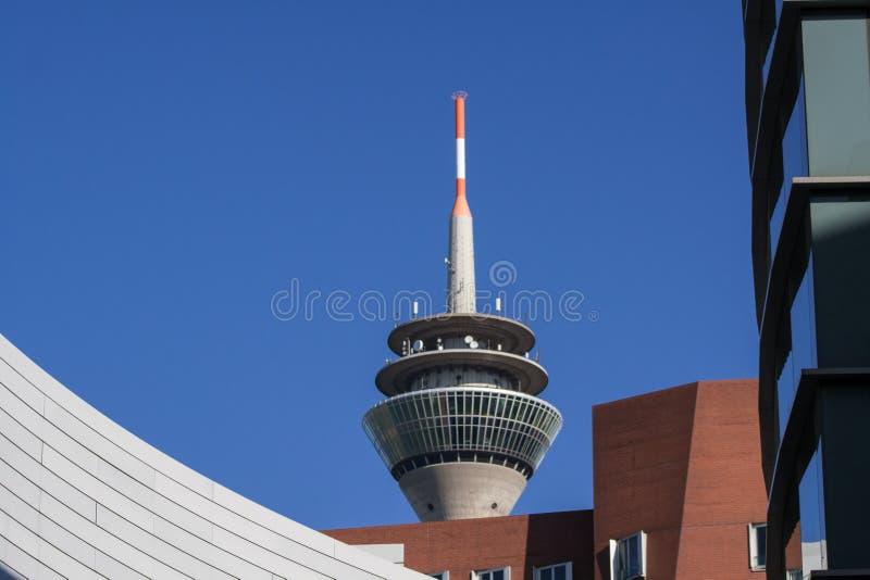 Tipicamente Dusseldorf - a torre da tevê foto de stock