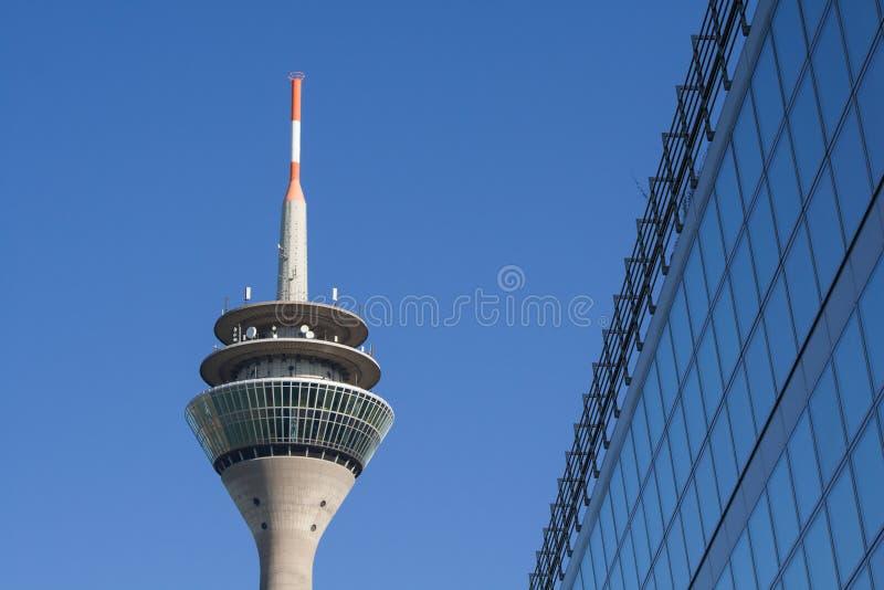 Tipicamente Dusseldorf - a torre da tevê foto de stock royalty free
