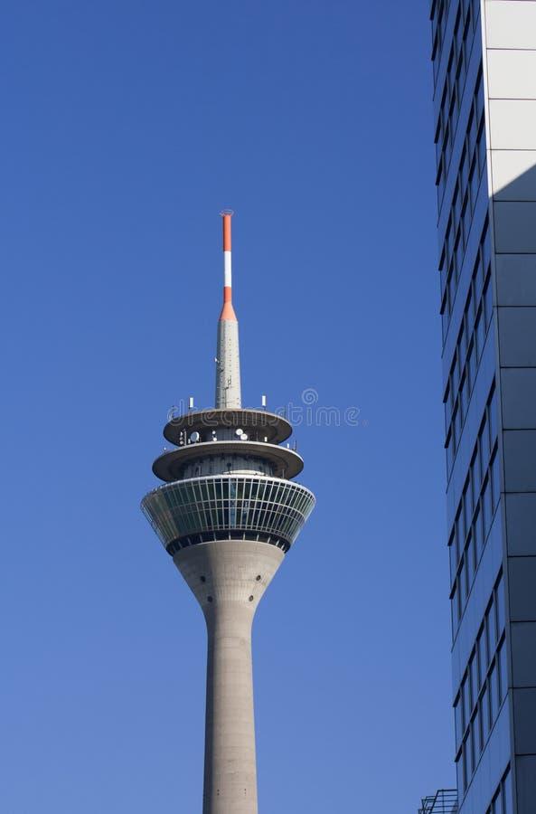 Tipicamente Dusseldorf - a torre da tevê fotografia de stock royalty free