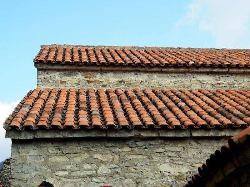 Tipico per Georgia, il tetto piastrellato arancio immagine stock libera da diritti