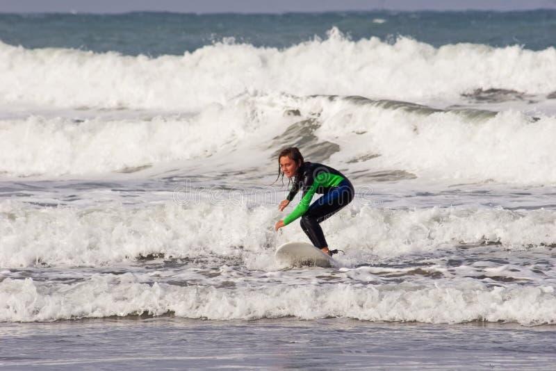 Tipo 02 de la persona que practica surf fotografía de archivo