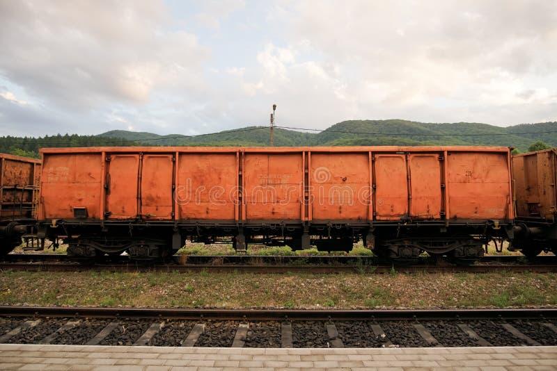 Tipo alaranjado romeno carro de EACS de trem de mercadorias imagens de stock royalty free