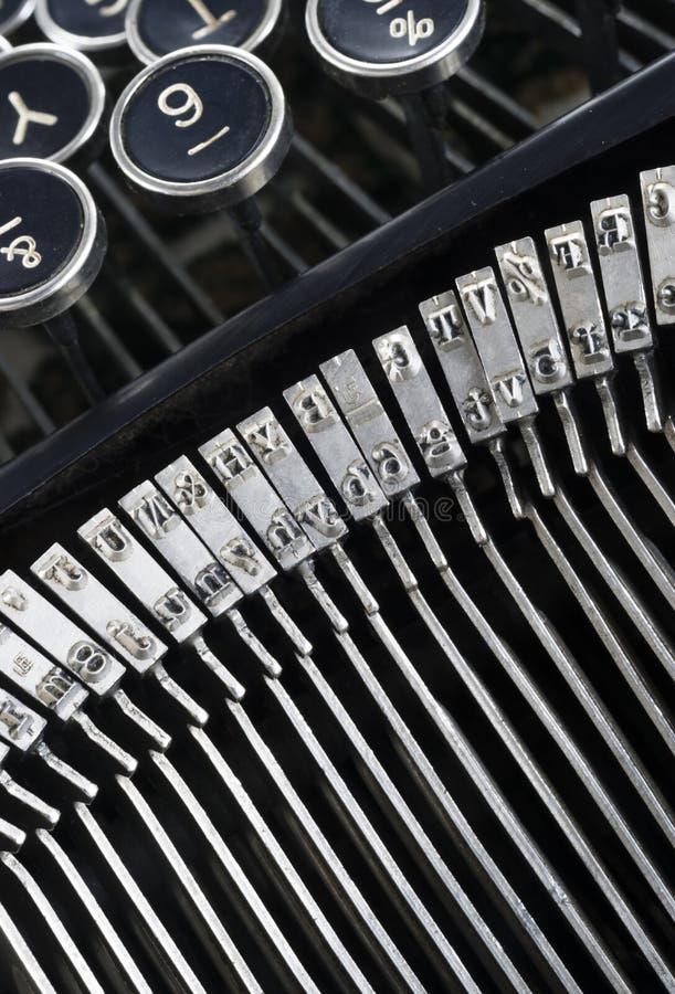 Tipo caracteres de la máquina de escribir del vintage de las barras que escriben al autor de la máquina foto de archivo