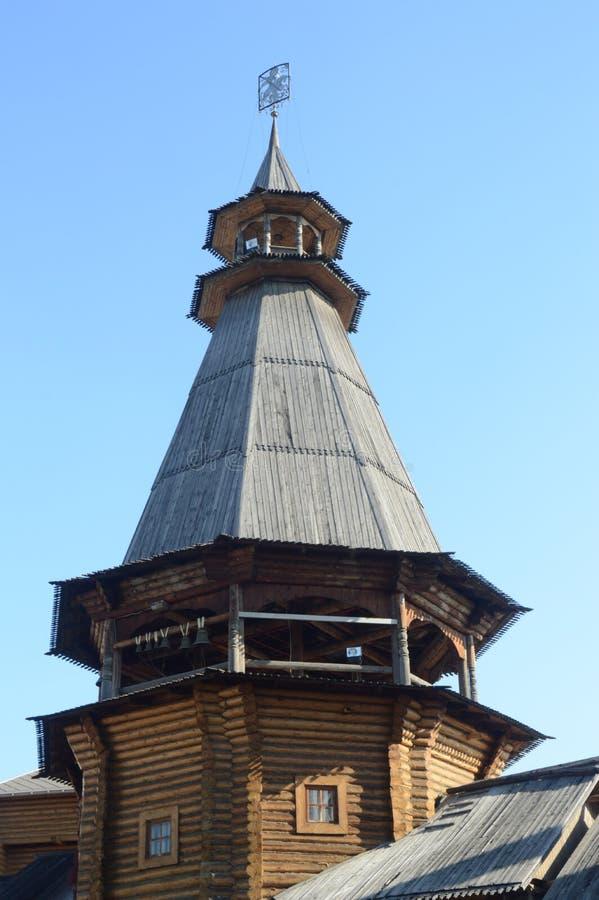 Tipo de madera de la tienda del edificio imagenes de archivo