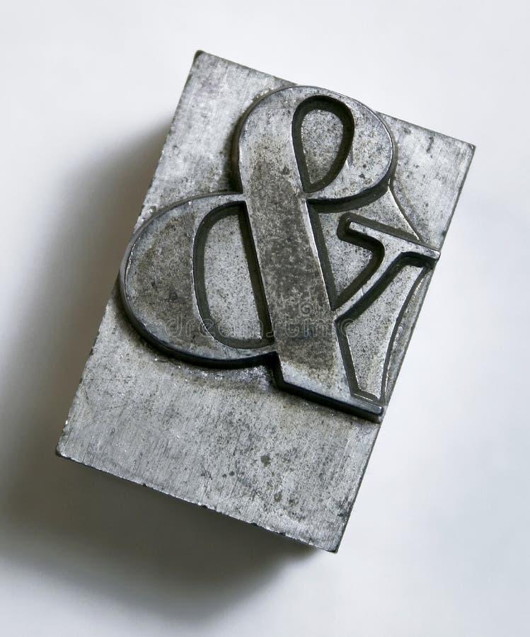 Tipo del metal del signo '&' fotografía de archivo libre de regalías