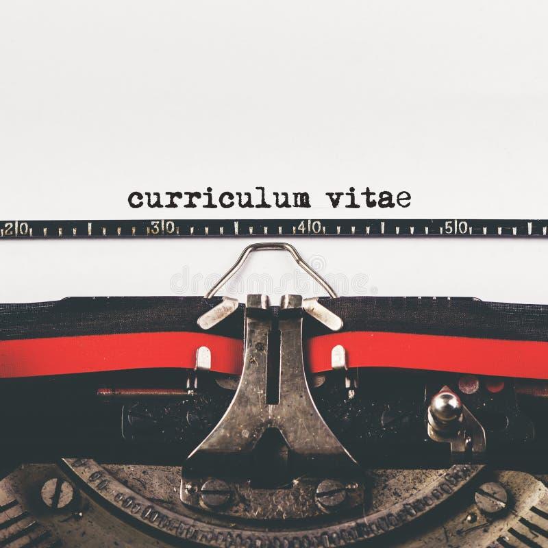 Tipo do curriculum vitae na máquina velha da máquina de escrever imagens de stock