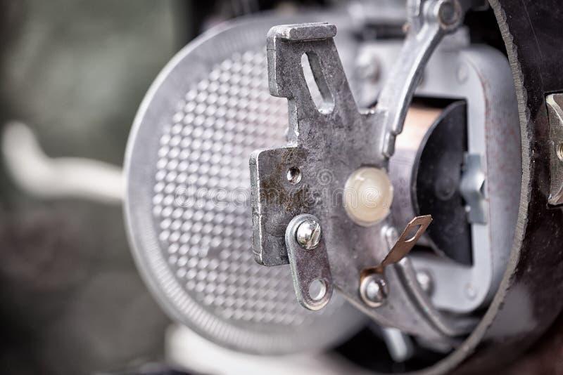 Tipo eletromecânico velho do medidor obsoleto da energia elétrica imagem de stock
