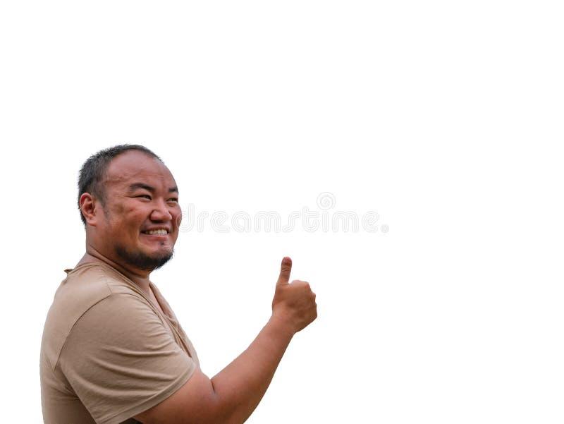 Tipo grasso di Asisn fare un pollice sulla posa e sul fronte divertente fotografie stock libere da diritti