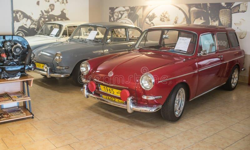 Tipo vermelho de Volkswagen - 2 1600 litros variação de 1970 fotografia de stock royalty free