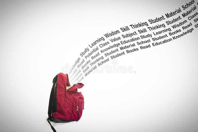 Tipografia da educação que sai do saco de escola no fundo branco foto de stock royalty free