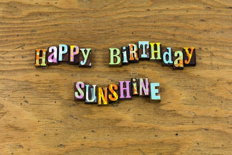 Tipografia da emoção dos amigos da luz do sol do feliz aniversario imagem de stock royalty free