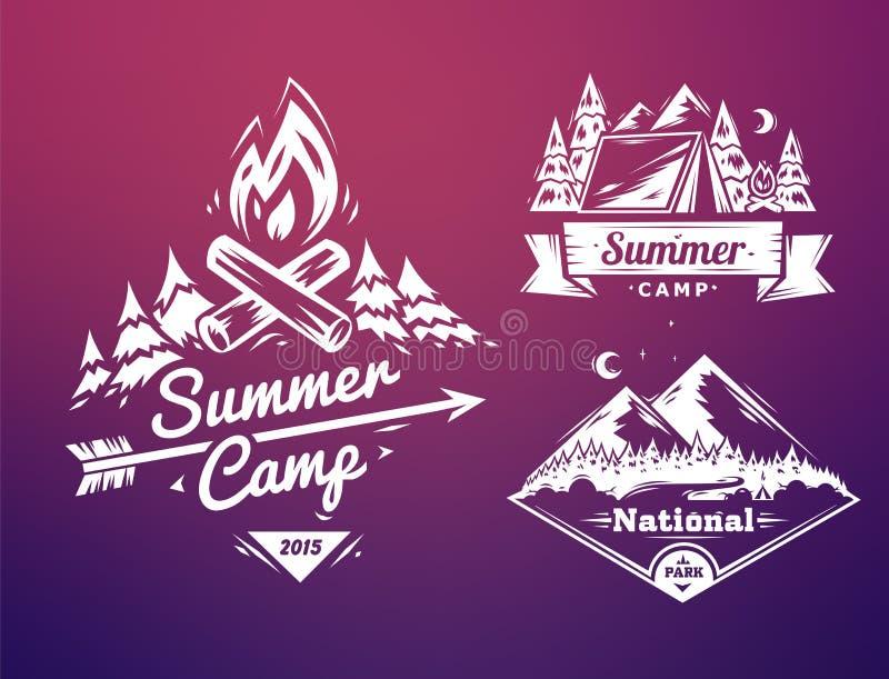 A tipografia do acampamento de verão e do parque nacional projeta no fundo colorido ilustração do vetor