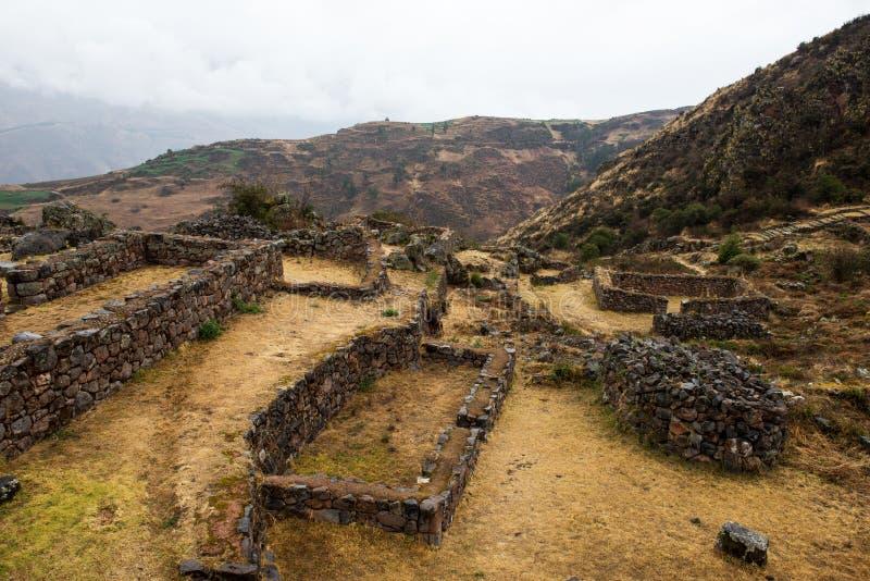 Tipon - ruínas do Inca de terraços agrícolas no Peru foto de stock
