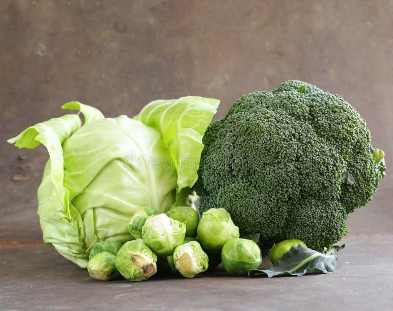 Tipos diferentes da couve - brócolis, couve-de-bruxelas e branco foto de stock royalty free