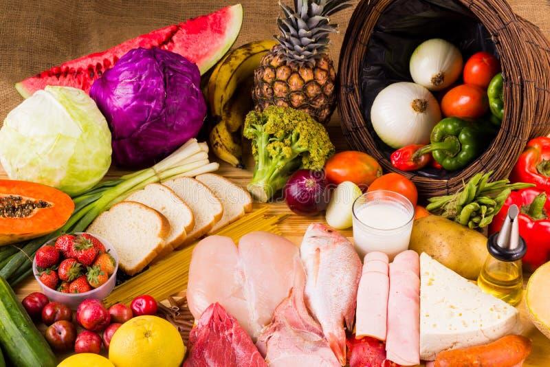 Tipos diferentes de alimentos imagens de stock