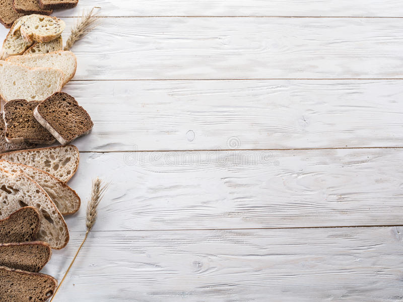 Tipos diferentes de pão cortado fotos de stock royalty free