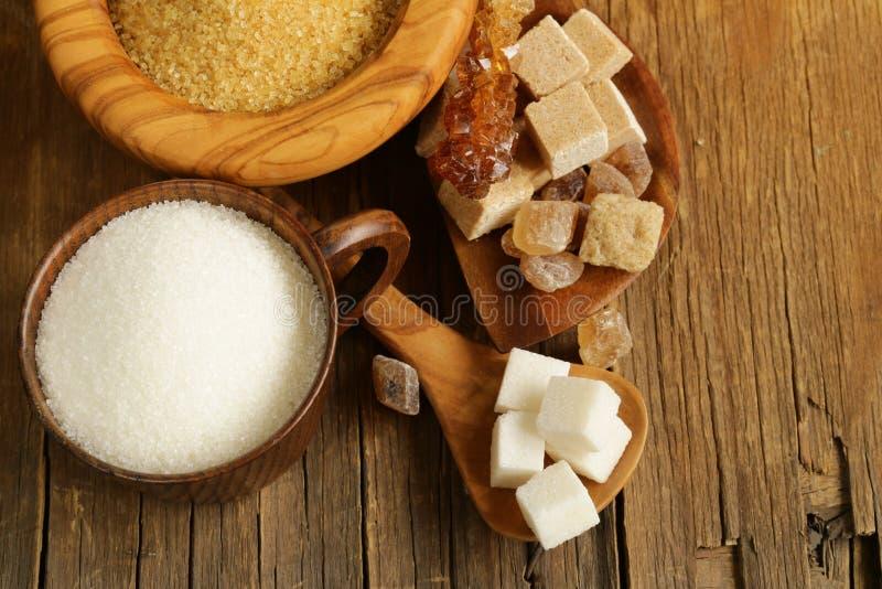 Tipos diferentes do açúcar - marrom, açúcar branco, refinado fotos de stock royalty free
