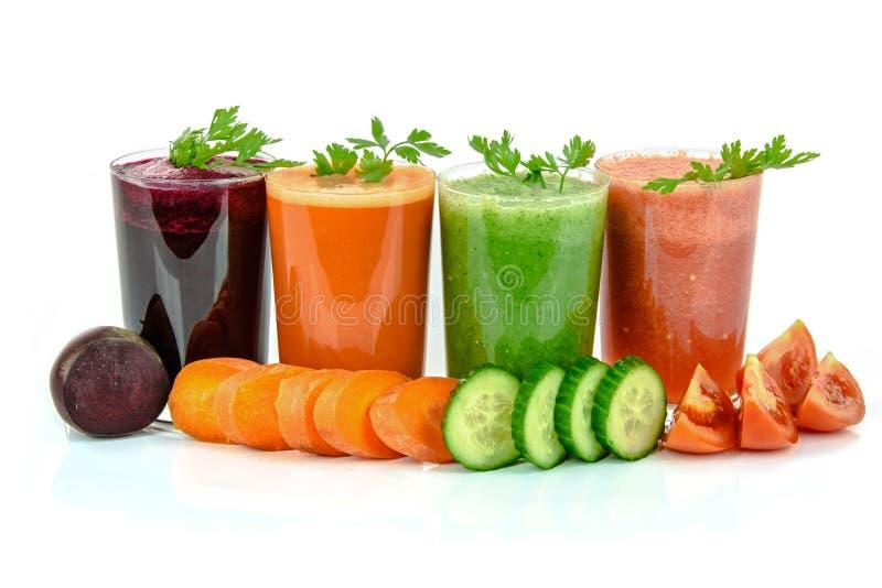 Tipos variados dos sucos vegetais fotografia de stock