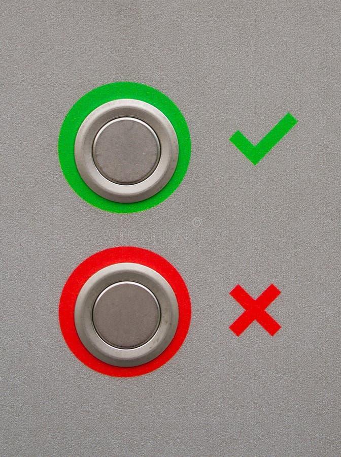 Tiquetaque verde e sinais transversais vermelhos imagens de stock royalty free