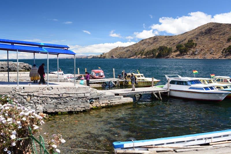 Tiquina海峡  de pedro ・圣tiquina 湖Titicaca 流星锤 库存照片