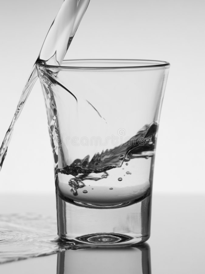 Tiré de la vodka photographie stock libre de droits