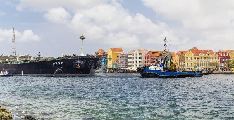 Tirón y carguero en Curaçao fotos de archivo libres de regalías