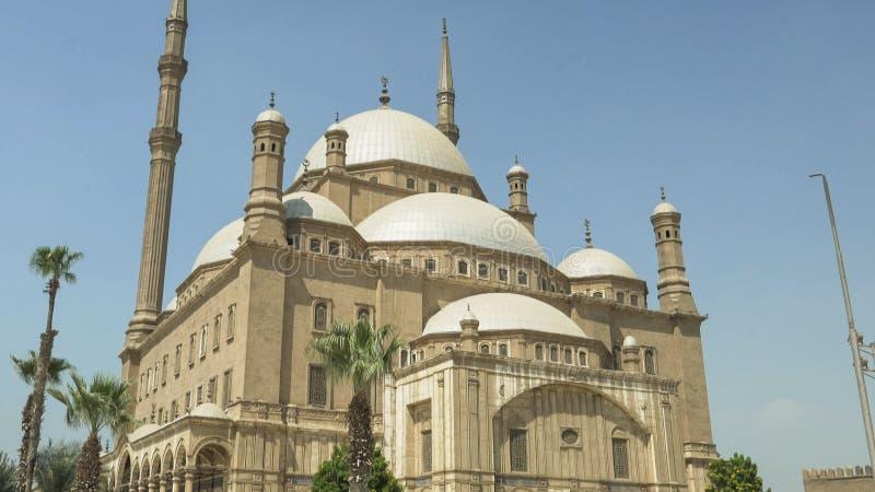 Tir étroit de la mosquée d'albâtre au Caire images stock