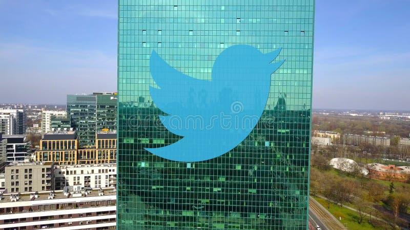 Tir aérien de gratte-ciel de bureau avec Twitter, Inc logo Immeuble de bureaux moderne Rendu 3D éditorial photo stock
