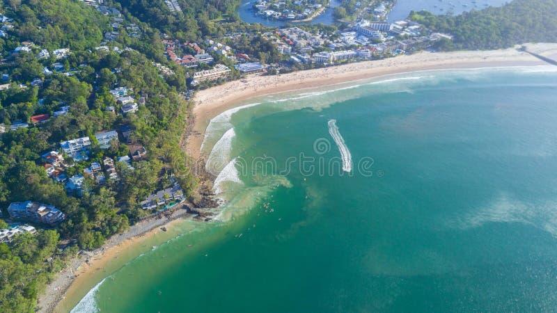 Tir aérien de ligne de côte autour de Noosa dans la côte de soleil photographie stock