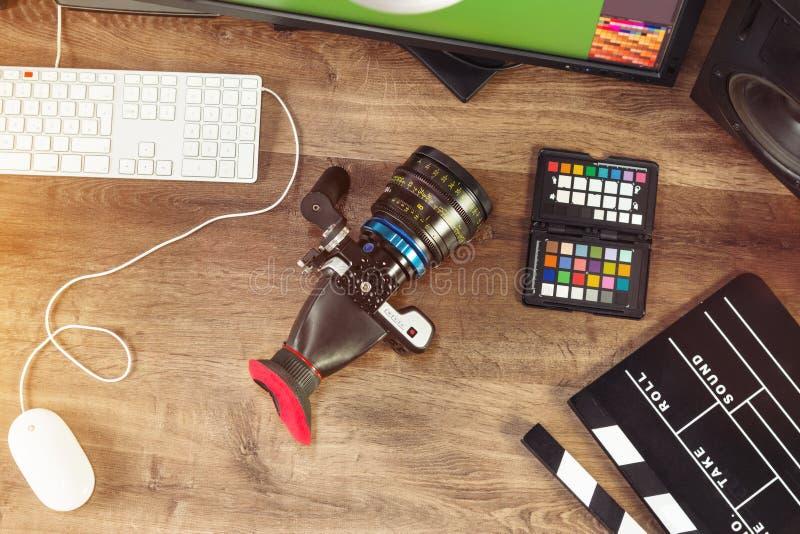 Tir de bureau d'un appareil-photo moderne de cinéma photographie stock libre de droits