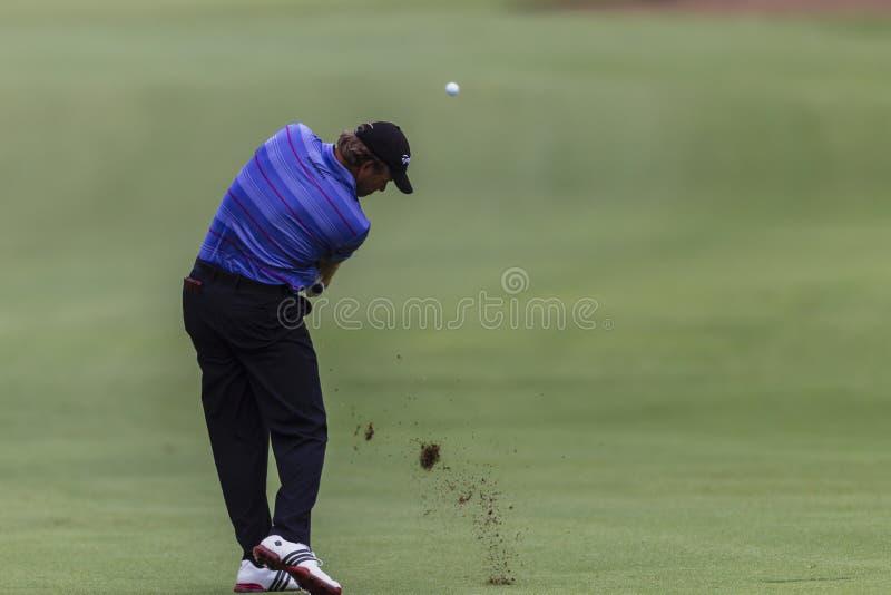 Tir de fer de Goosen de professionnel de golf. photos stock
