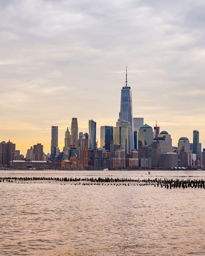 Tir de lever de soleil de Manhattan vu du bord de mer de Hoboken image libre de droits