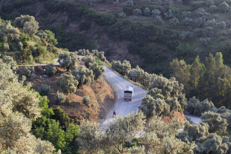 Tir de perspective d'une route incurvée photos libres de droits
