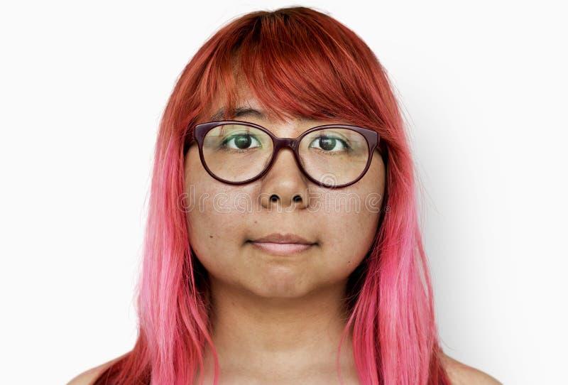 Tir de photo de femme sans chemise à l'arrière-plan de blanc de studio images libres de droits
