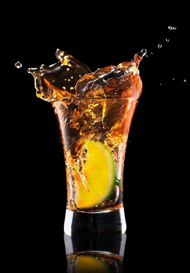 Tir de tequila avec l'éclaboussure photos libres de droits