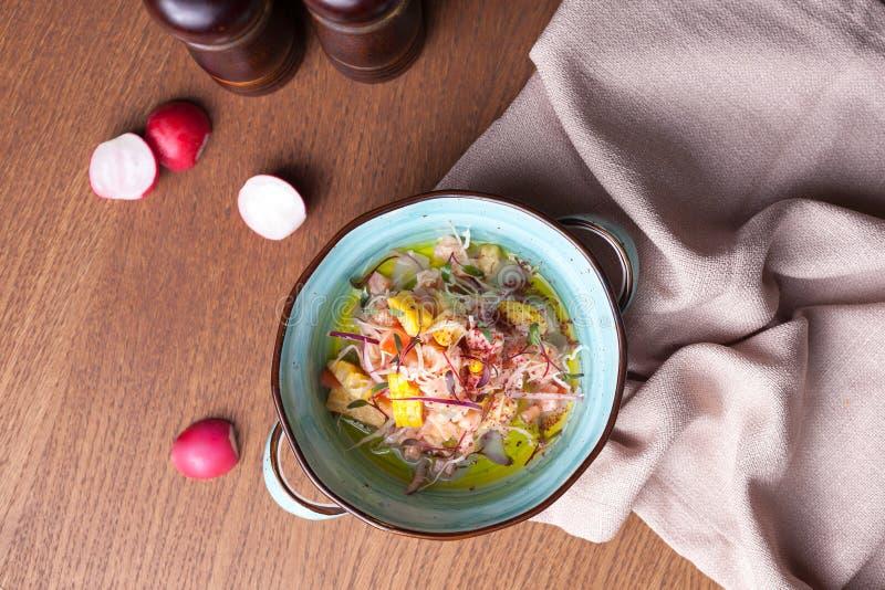 Tir frais de salade de ressort comme plat-configuration images libres de droits