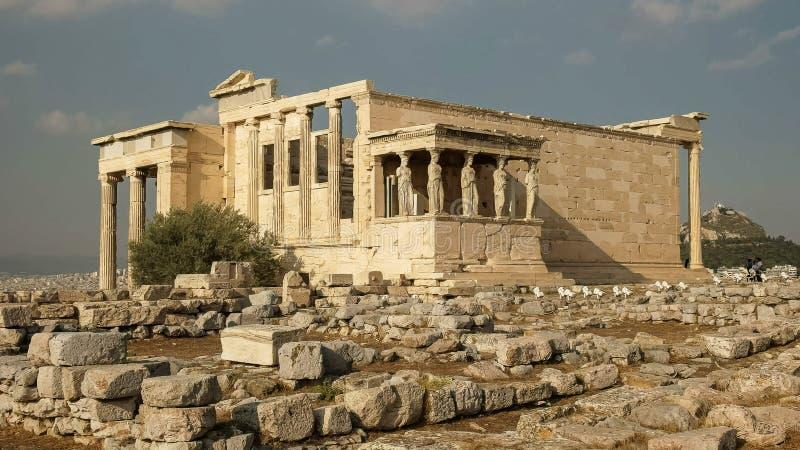Tir grand-angulaire de l'erechthion à Athènes, Grèce photos stock