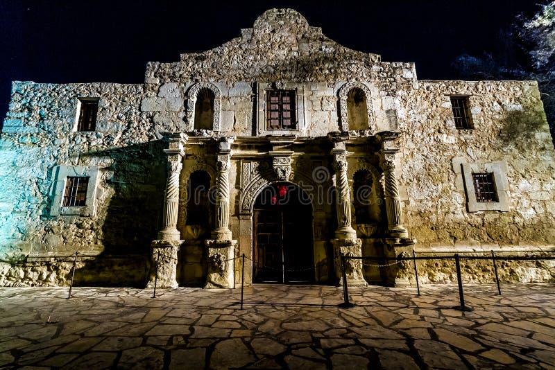Tir intéressant d'Alamo historique, la nuit, à San Antonio, le Texas. Pris décembre, 2012. image libre de droits