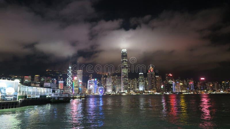 Tir Panoramique Des Bâtiments Allumés De Ville Pendant La Nuit Domaine Public Gratuitement Cc0 Image