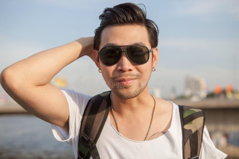 Tir principal de portrait de visage heureux d'homme asiatique photo stock