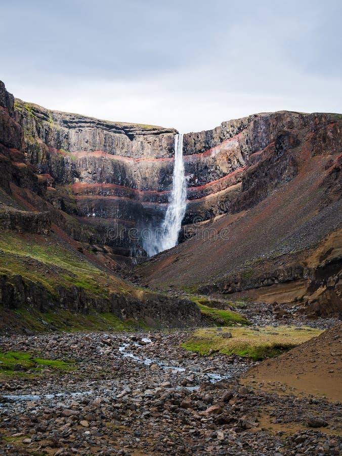 Tir vertical de cascade de Hengifoss image stock