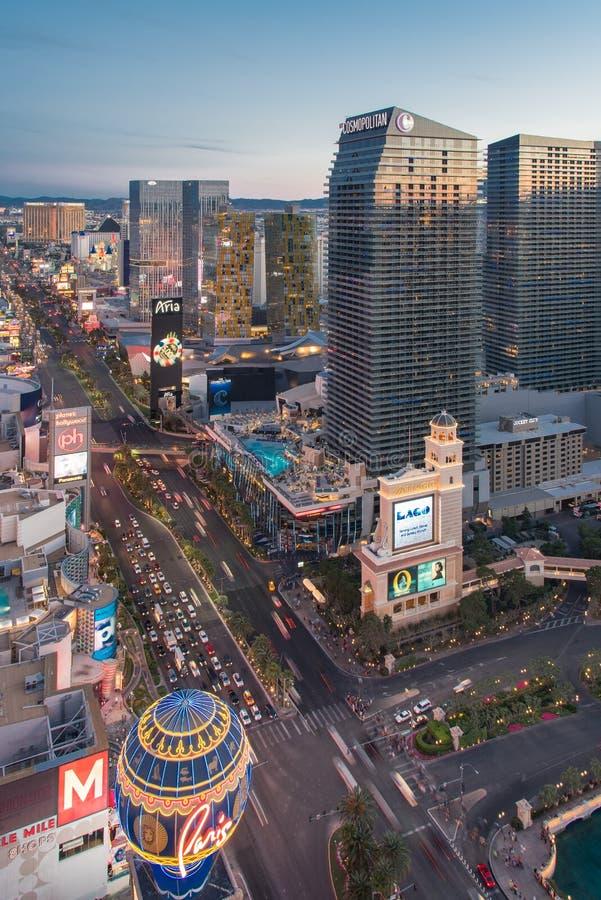 A tira de Las Vegas antes do por do sol imagens de stock