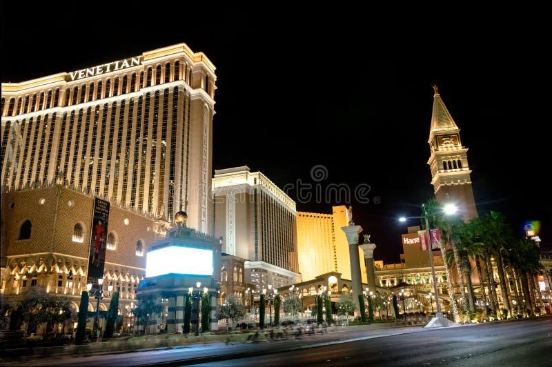 Tira de Las Vegas e casino Venetian do hotel na noite - Las Vegas, Nevada, EUA fotografia de stock royalty free