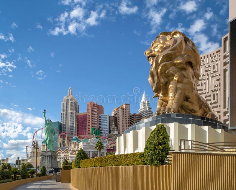 Tira de Las Vegas, hotel do leão de Mgm Grand e da New York New York e casino - Las Vegas, Nevada, EUA imagem de stock royalty free