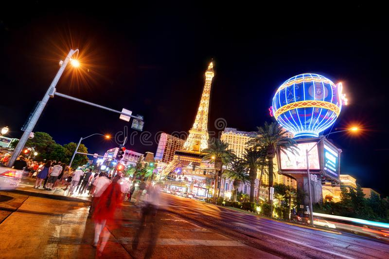 Tira de Las Vegas na noite imagens de stock royalty free