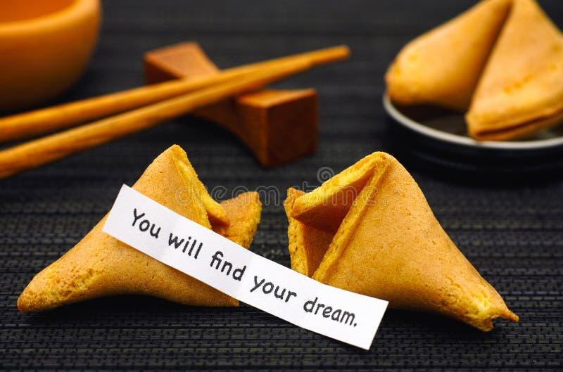 A tira de papel com frase você encontrará seu sonho com fortuna co fotografia de stock royalty free