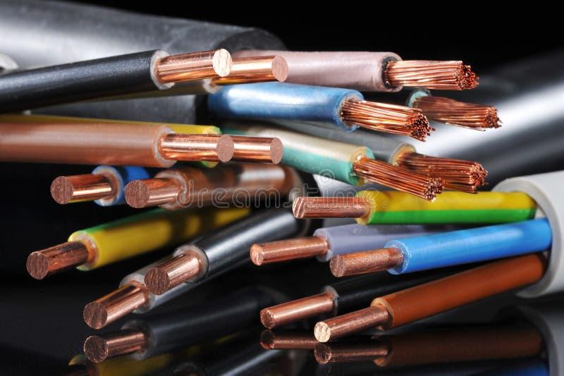 Tira del poder y cable de transmisión fotos de archivo