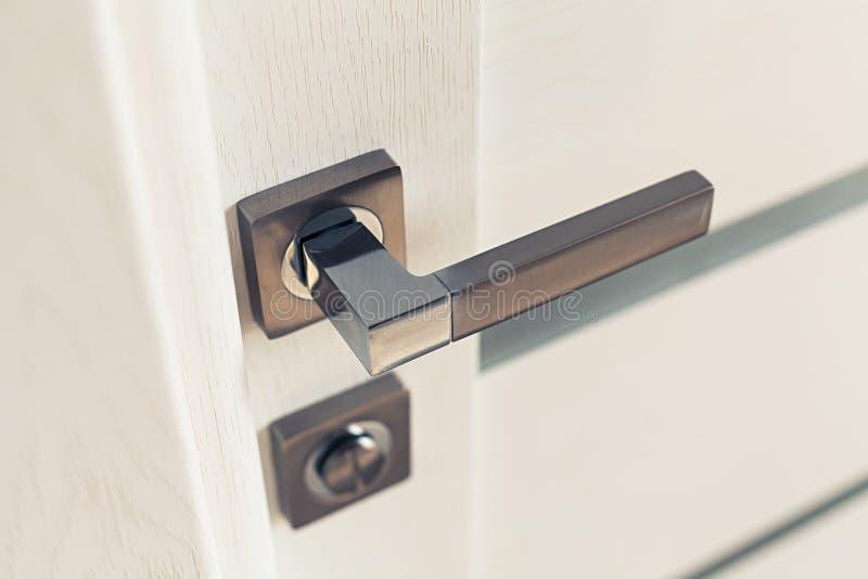 Tirador de puerta de acero foto de archivo